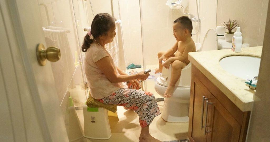 Bà rửa bằng Boom Potty