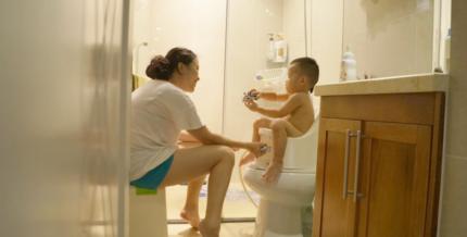 Cuộc chiến giữa rửa đít cho bé bằng bô boompotty với rửa đít thông thường