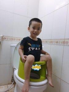 Bé mấy tháng tuổi thì bắt đầu dùng được bô rửa vệ sinh Boom Potty