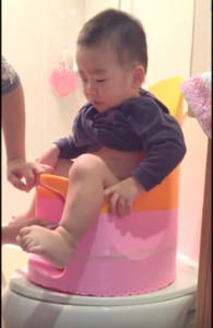 Cách rửa đít cho trẻ
