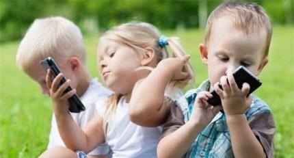 Tác hại khôn lường khi trẻ sử dụng smartphone quá sớm