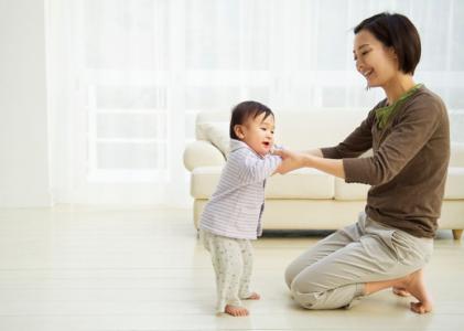 Những lưu ý khi trẻ bắt đầu tập đi mà cha mẹ cần biết