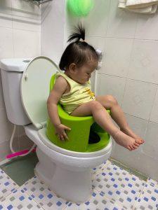 Đánh giá sự tiện lợi của bô vệ sinh Boom Potty – anh Việt Anh và chị Trang