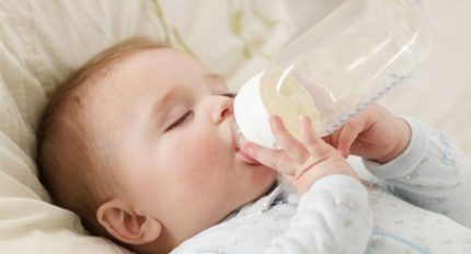 Lưu ý khi nuôi con bằng sữa công thức